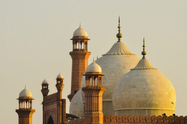 A picture of Bashahi Mosque